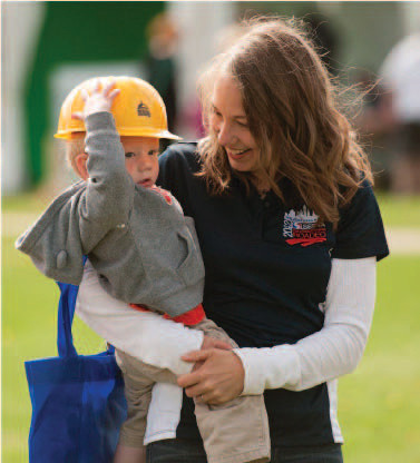 Leah Harnack with her son in 2015.