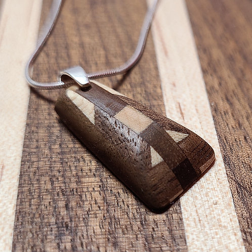 Necklace with contrasting pendant