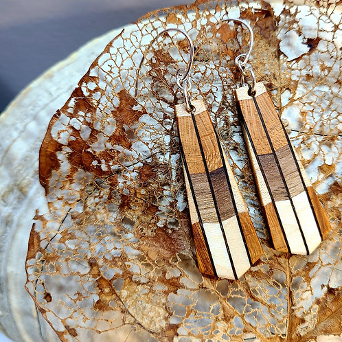 Earrings with intriguing pattern