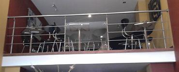 barandas en acero y vidrio avisos en acero