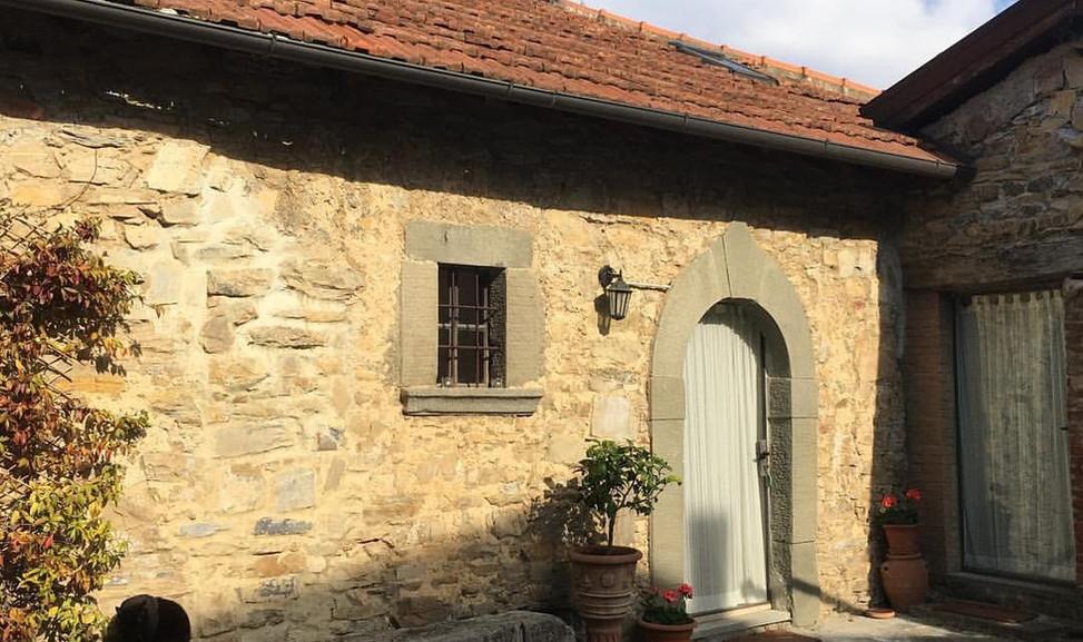 agriturismo b&b Luna di Quarazzana Lunigiana courtyard