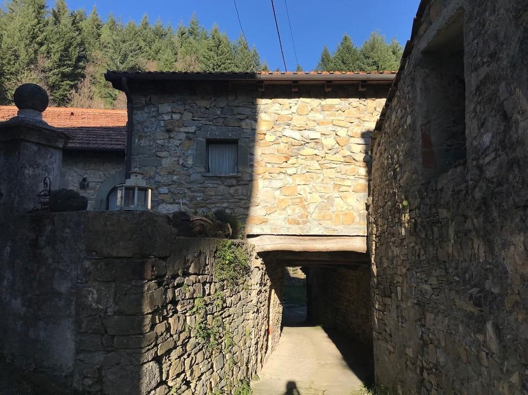 agriturismo b&b Luna di Quarazzana Lunigiana entrance by the village