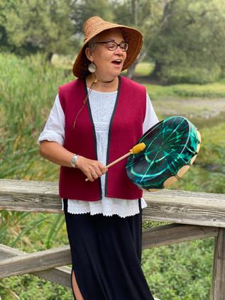 Kung Jaadee singing portrait 2.jpg