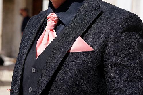 Lavalière rose en satin avec pochette assortie