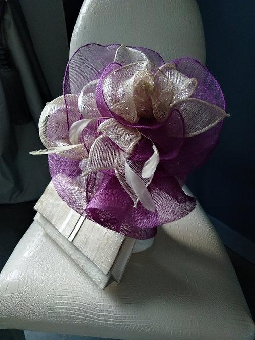 Chapeau violet et beige