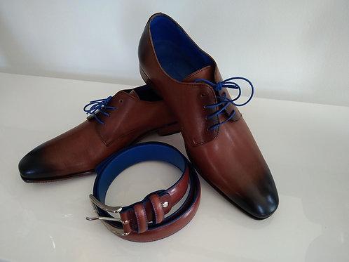 chaussures marrons et ceinture tout cuir