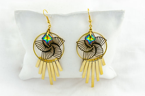 Boucles tourbillon dorées, avec un pendentif en Cristal de Swarovski