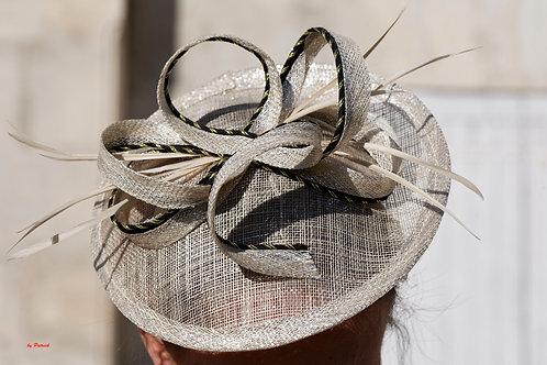 Chapeau beige et noir