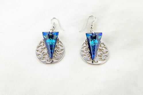 Boucles d'oreille sphinx avec un beau Cirtal de Swarovski bleu