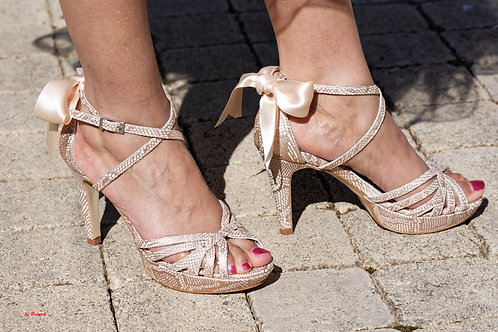 Chaussures femmes tout cuir avec pochette assortie