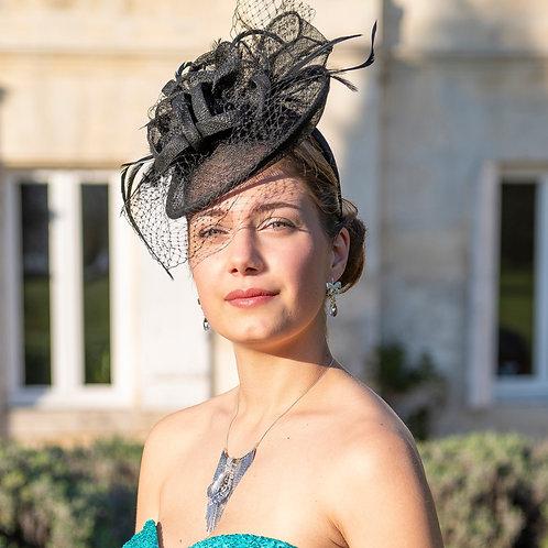 Petit chapeau noir style Glamour