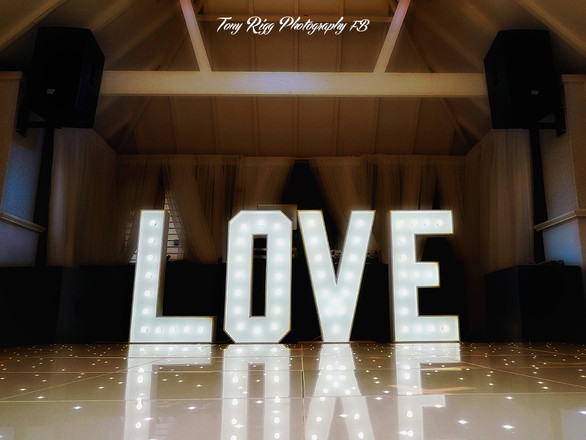 LOVE 4FT LETTERS