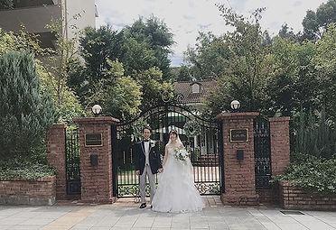秋は結婚式の多い季節。近頃雨や曇りが続く中、この日は珍しく晴天に恵まれました。笑