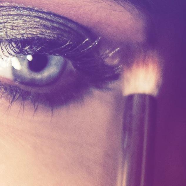 LIVE makeup demos on Facebook & Insta Stories