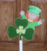 SP04-Lucky are those who find this shamrock with peeking leprechaun