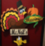Greet family and friends with This adorable Turkey with detachable signs