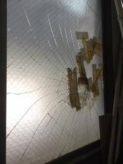 草加市 長栄 ガラス修理前