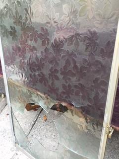 川口市 南鳩ケ谷 ガラス修理前