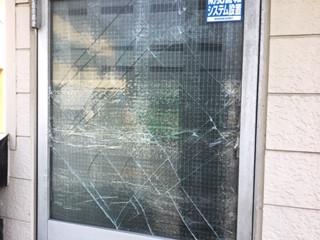 八潮市 大曽根 風被害のドアガラス修理・交換