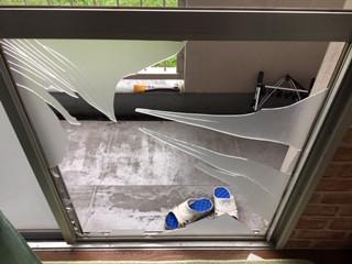 三郷市 彦成 3ミリ厚さすりガラスの修理・交換