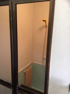 八潮市 鶴ケ曽根 浴室ドアのガラス修理・交換