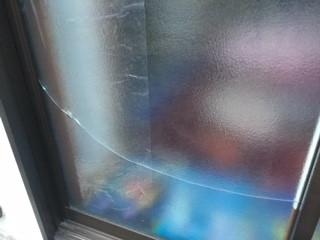 朝霞市 根岸台 ガラス修理前