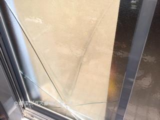 草加市 新善町 ガラス修理前