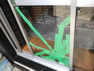 八潮市 柳之宮 ガラス修理前