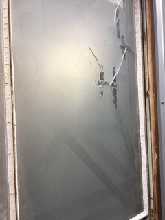 草加市 青柳 リピーター様のガラス修理前