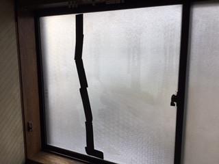 草加市 両新田西町 ガラス修理前