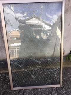 八潮市 小作田 ワイヤー入り透明ガラスの修理・交換