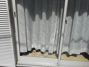 越谷市 南荻島の当日対応のガラス修理・交換
