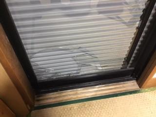 八潮市 古新田 透明3ミリ厚さのガラス修理・交換