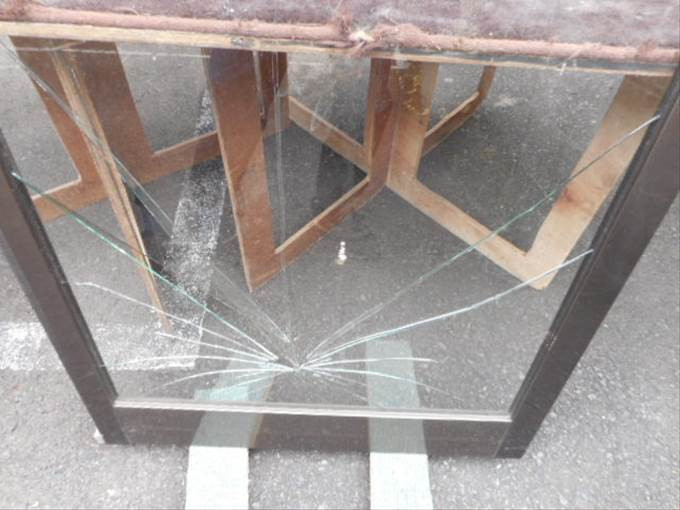 戸田市 美女木 ガラス修理作業前
