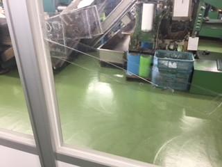 川口市 領家 ガラス修理前の写真