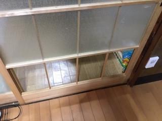 草加市 谷塚町 ガラス修理前