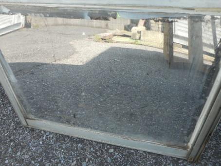 八潮市 大曽根 転居の為のガラス修理依頼