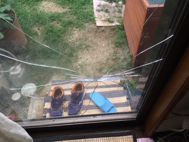 吉川市 平沼 ガラス修理前