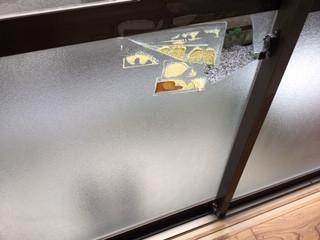 草加市 弁天 掃き出し窓のガラス修理・交換