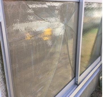 草加市 新栄 掃き出し窓のガラス修理・交換