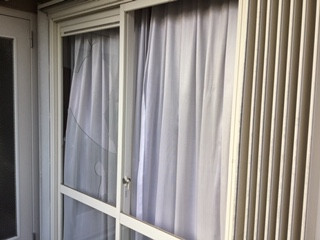 さいたま市 浦和区 神明 掃き出し窓2枚のガラス修理
