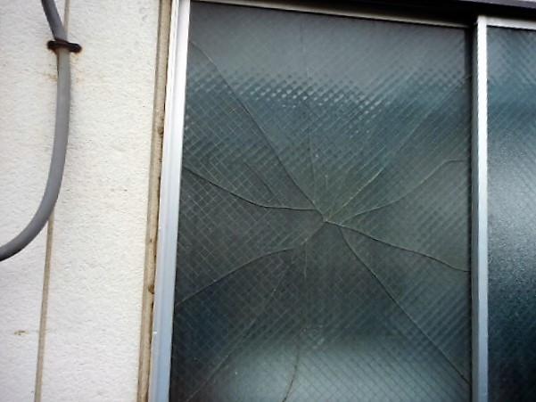 越谷市 蒲生 ガラス修理前
