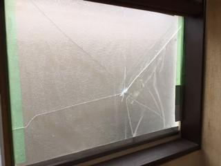 草加市 瀬崎 ガラス修理前