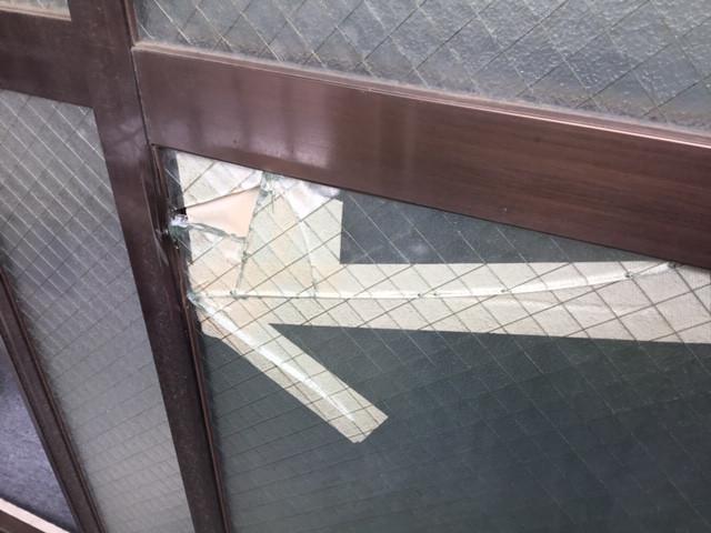 三郷市 早稲田 ガラス修理前