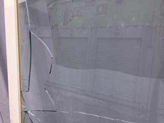 草加市 原町のガラス修理前