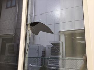 八潮市 2丁目 ガラス修理前