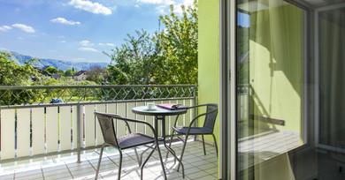 Balkon mit Aussicht in die Weinberge