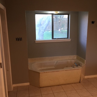 master-bathroom-brefore-demo-dated-1960s