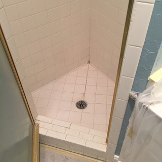 guest-bath-before-the-redoux-3