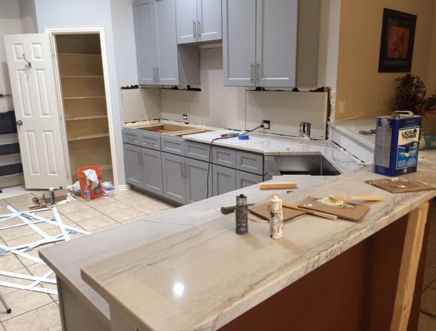 kitchen-remodel-countertop-quartz-instal